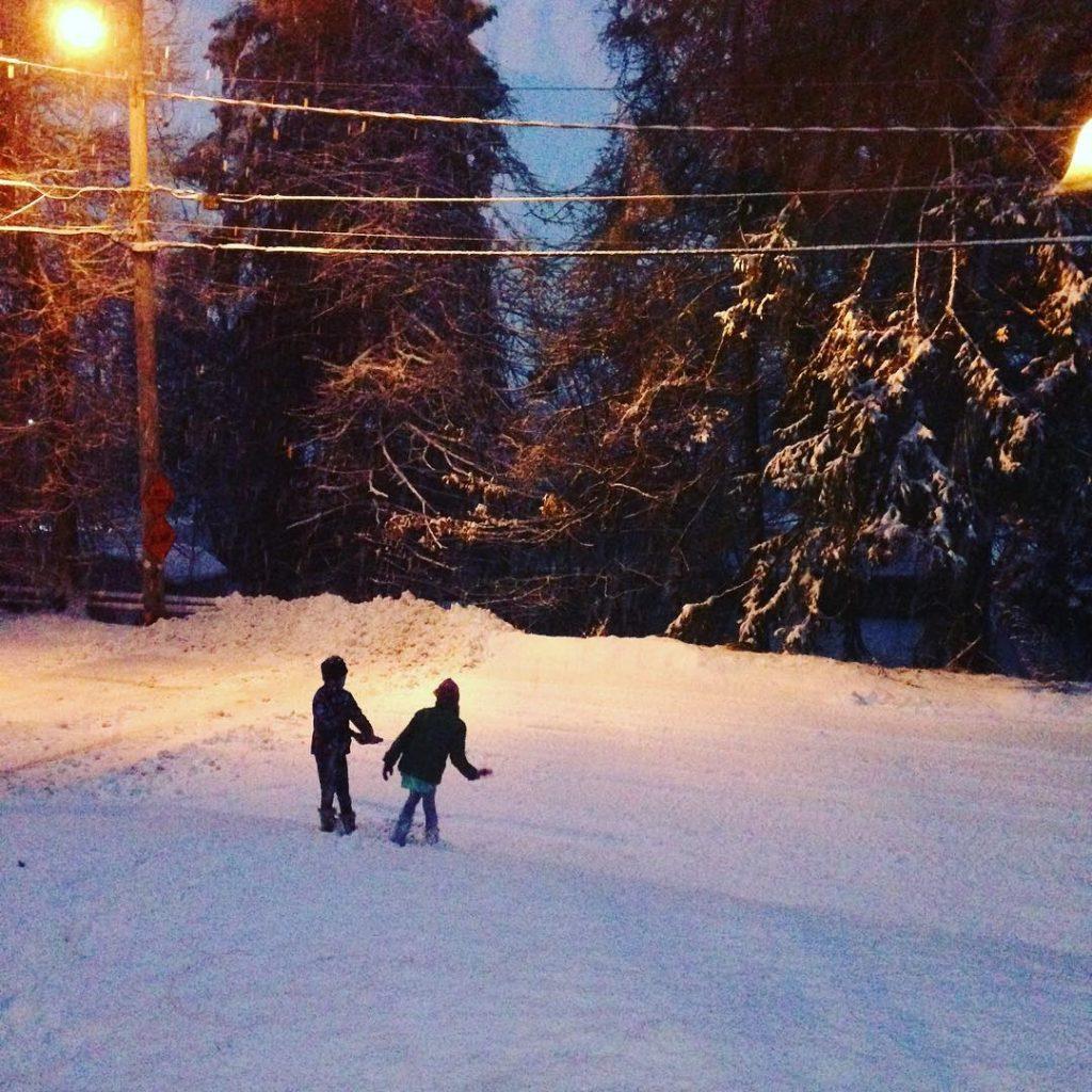 girls_snow